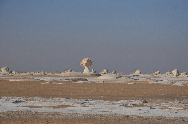 Désert blanc insolite, Oasis Farafra. dans e). Désert du Sahara EGP_7496-800x600-700x500-640x480